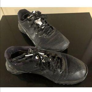 Black Nike metcon 4, size 6
